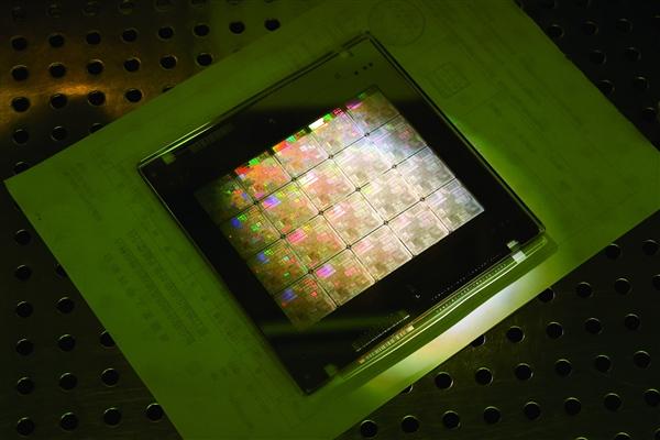 中国芯片.jpg