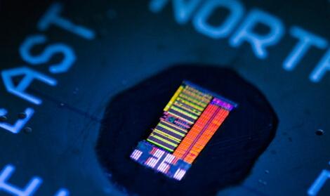 快Intel 50倍雙核光處理器原型來了